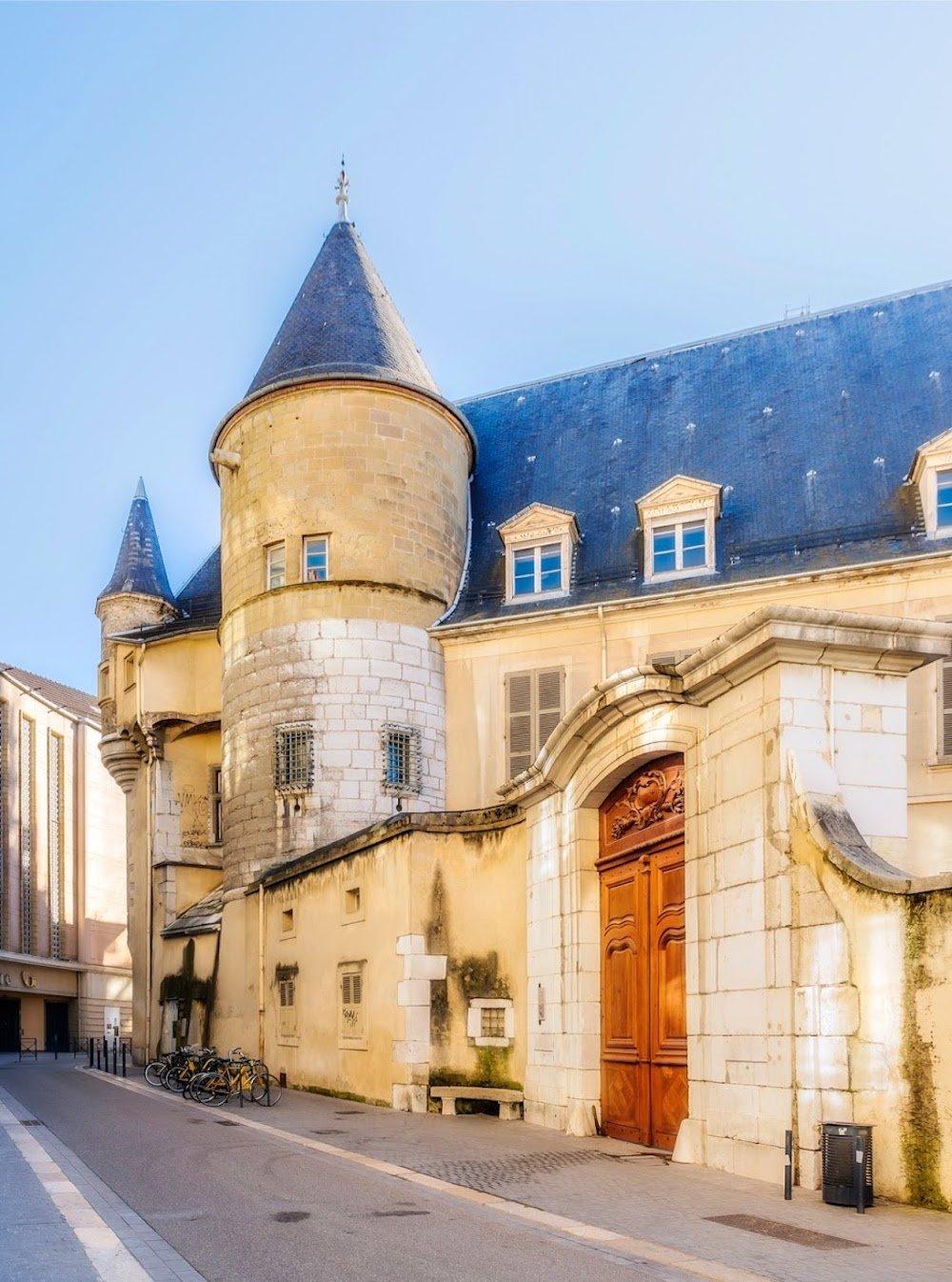 Hôtel du duc Lesdiguières, angle rue Hector Berlioz et passage du Palais de Justice, XVIIème siècle